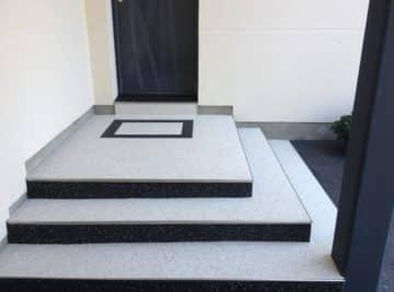 Escaliers en gravillons de marbre