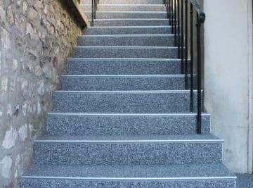 Rénovation d'escaliers en gravillons de marbre